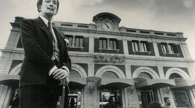 Dali devant la gare sncf de perpignan