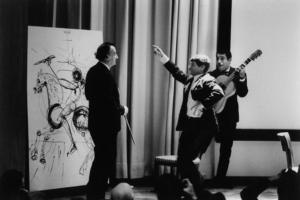 ali, Manitas de Playa et José Reyes devant l'œuvre du génie